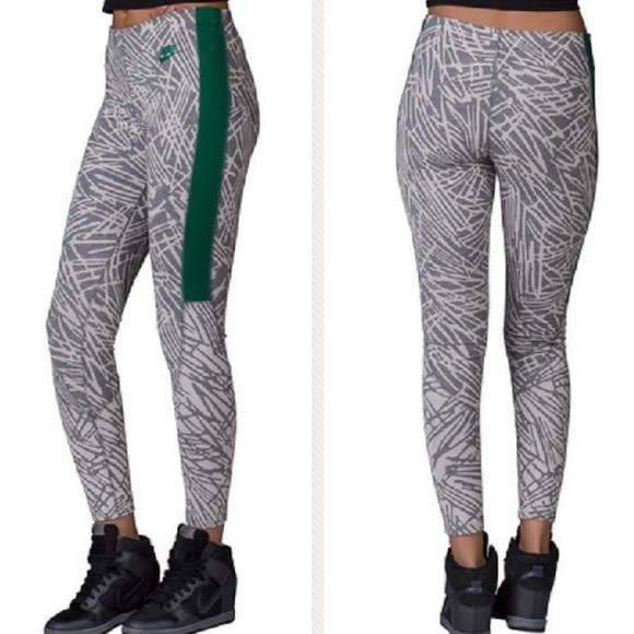 1ca00773cba45 Nike Abstract Leg-a-See AOP Leggings. M_5c0eb2a1b6a9420a6b5fca5c